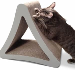 Griffoir vertical triangulaire pour chats de PetFusion